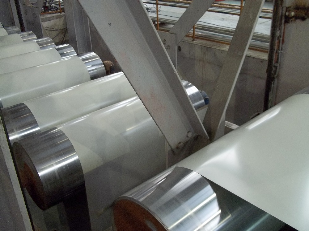 Prepainted galvanized steel sheet in coil by China manufacturer for construction building curved roofing for warehouse roofing