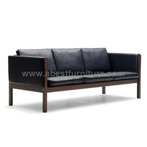 Danish Wegner Ch163 Sofa