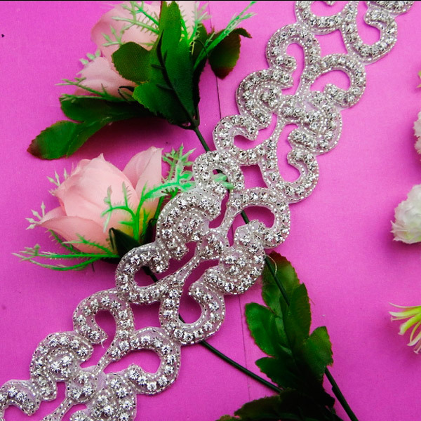 Wholesale hand sparkling flower bling silver bead crystal pearl Bailange decorative fancy timmings for bridal sashes