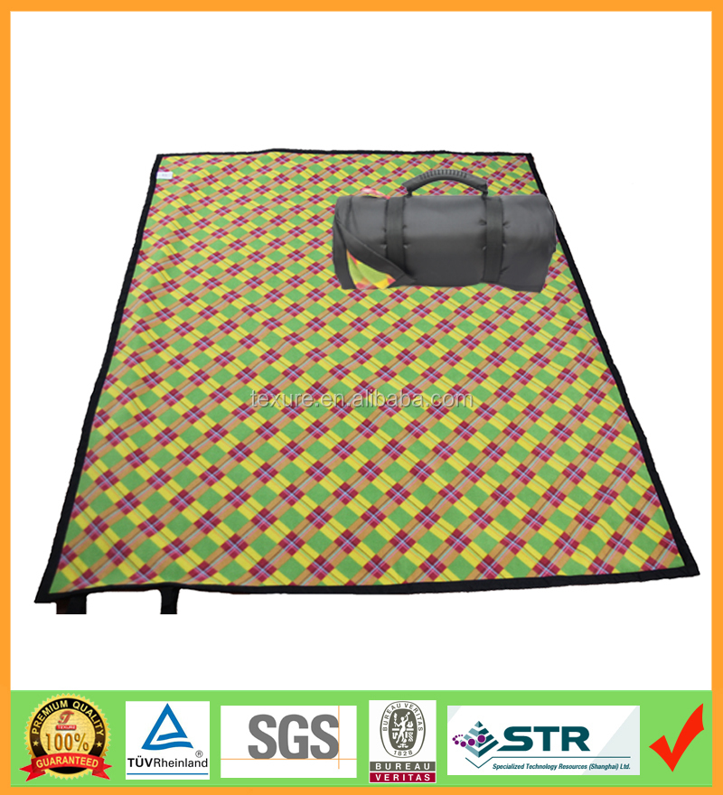 roll up portable waterproof outdoor picnic blanket with nylon backing