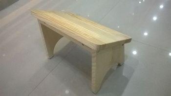 Sgabello basso in legno resistente per ogni uso idfdesign