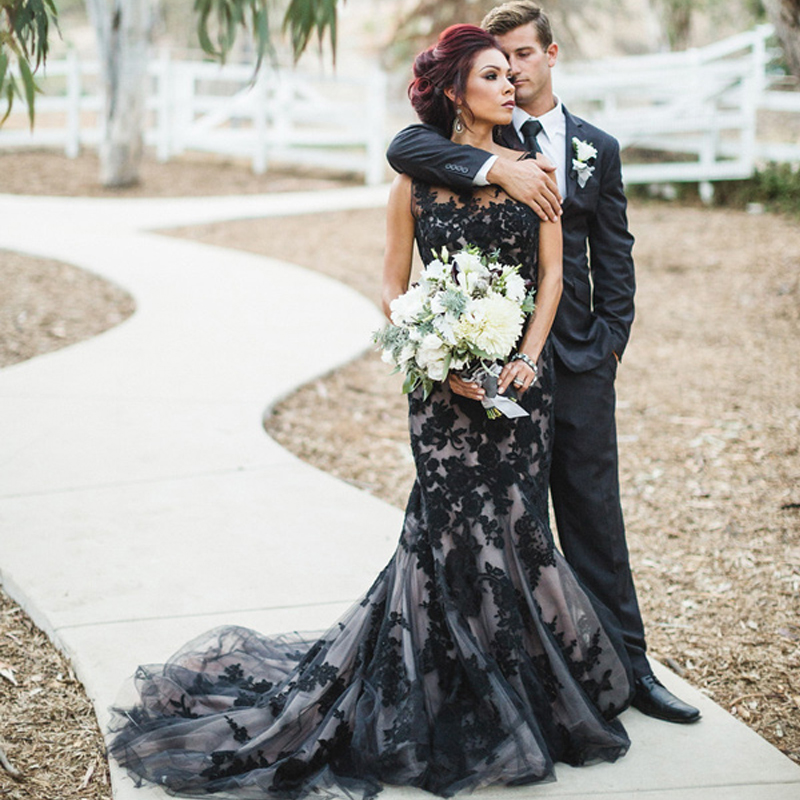 Unique Design Sheer Neck Halloween Bridal Dress Lace