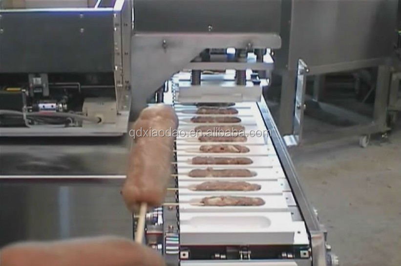 Gran capacidad automática de pollo barbacoa satay brocheta de carne máquina de fabricación de automática camarones cortina de máquina
