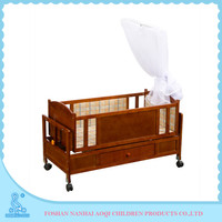 Adjustable High Quality Solid Pine Portable Curved Cot End Wooden Crib