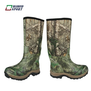 Camouflage hunting men's rubber boot with neoprene and rubber
