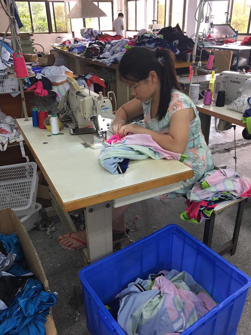Heiße Verkaufs-Qualitäts-einteilige Frauen Workout-Badebekleidung