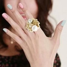 hot selling fashion royal vintage Imitation Pearl Lace Rose Lovers adjustable finger rings for women wholesale