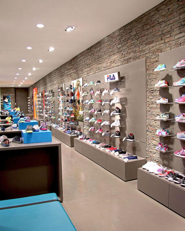 fashion design wooden sport shoes store fixtures shoes
