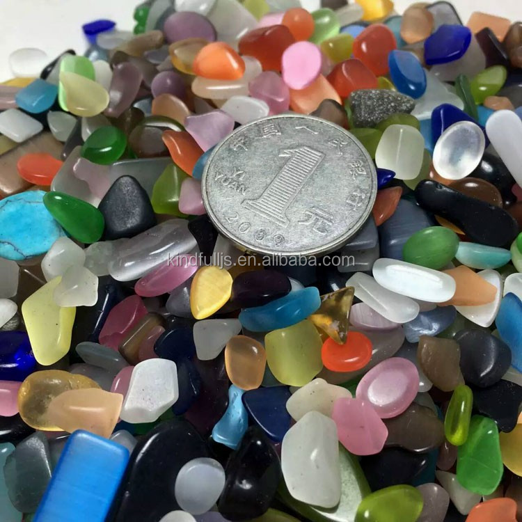 Colorful opal pedras tombadas