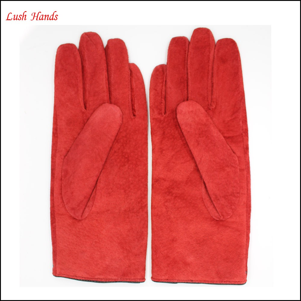 Basic and classic ladies Red sheep suede gloves with black button