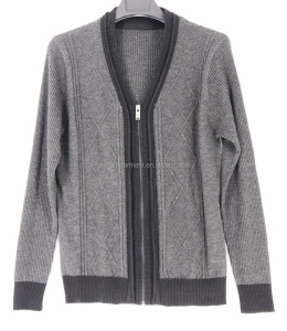 Men's kinitted cardigan with zip/ cable pattern sweater