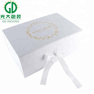 Customised flat paper gift box with magnetic