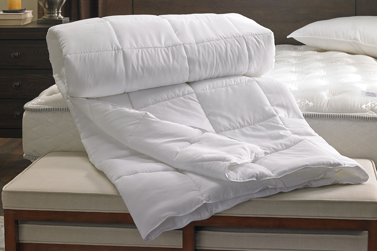 HOT Selling Queen Size Polyester Filled Comforter