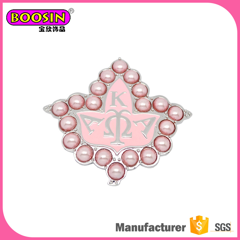Manufacturer custom made alloy enamel Greek letter AKA pearl alphabet brooch pins for women