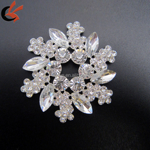 new arrival flower acylic rhinestone brooch for wedding invitation card