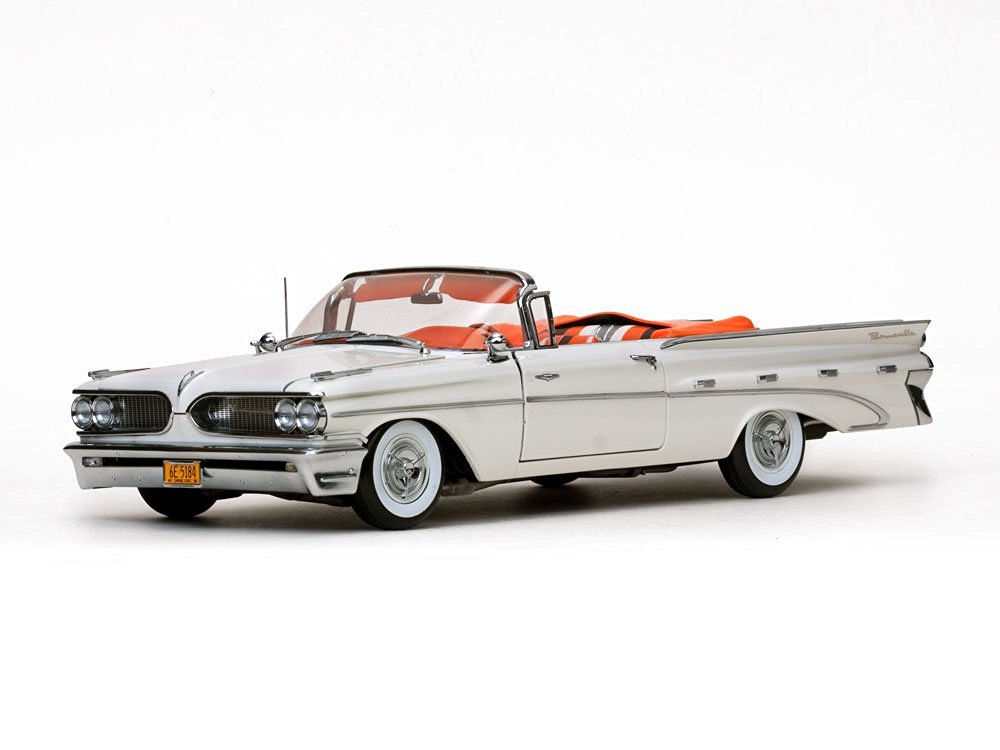 1959 Pontiac Bonneville Open Convertible Cameo Ivory Platinum Edition 1/18 by Sunstar 5184