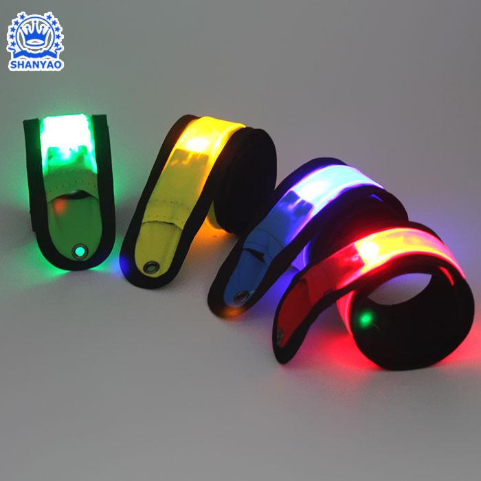 Hot Bán Led Light Up Slap Armband Hoặc Dây Đeo Cổ Tay LED Nhấp Nháy Ban Nhạc Tát Cho Đêm Đi Xe Đạp Chạy Rave Buổi Hòa Nhạc Bên vv Các Sự Kiện