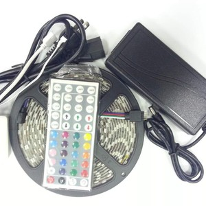 Factory Supply CE ROHS SMD 5050 60 LEDs / Meter Flexible LED Strip With IR Remote Controller 12V Power Kit Decoration Lighting