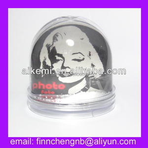 Dia 8.4cm High:8.8cm plastic snow globe with photo insert,acrylic snow ball souvenir,promotion gifts plastic empty snow globe