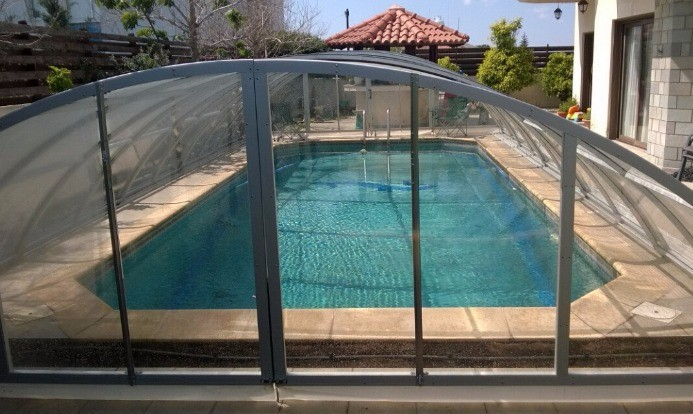 En polycarbonate rétractable Commercial grand spa de nage et toit de  terrasse couverture pour baignoire