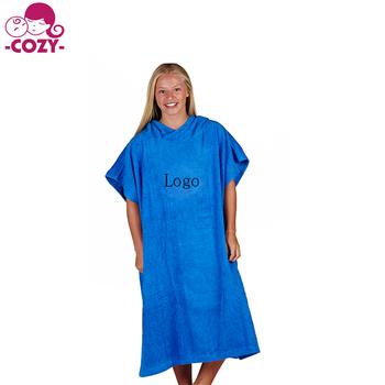 e5ca9f6fea3 2017 100% algodón surf Beach poncho personalizado impreso logo bordado con  bolsillo con capucha toalla