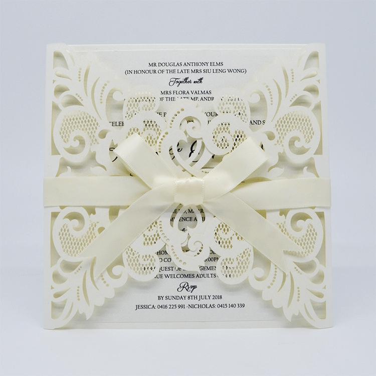 Cartão elegante do convite do casamento da cisne 2017 cortado a laser com envelope de papel interno vazio