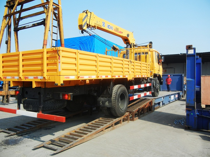 XCMG SQ6.3SK3Q 6.3 Ton telescoping boom Truck Mounted Crane with high quality