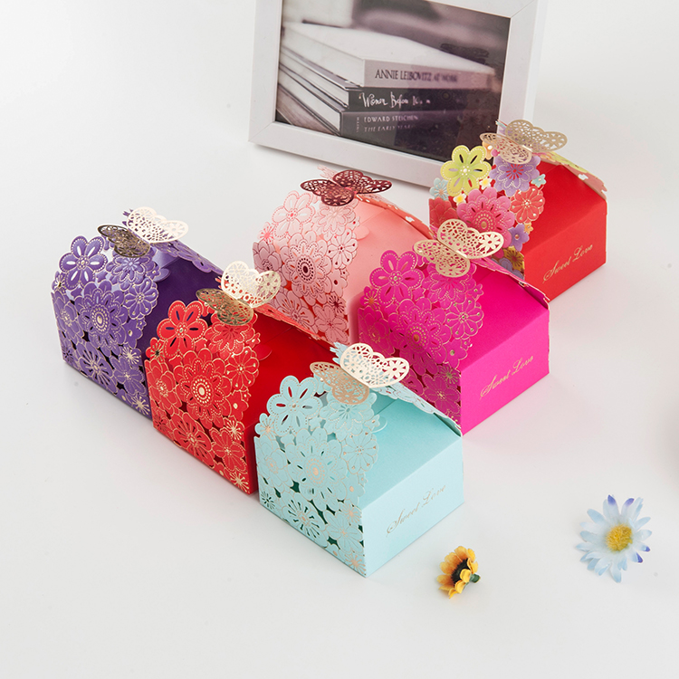 Embossing delicate butterfly flower paper wedding gift box