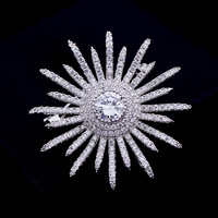 New Snowflake Vintage Birthday Gift Artificial Crystal Luxury Zircon Brooch Snowflake Dress Accessory for Women As Gift