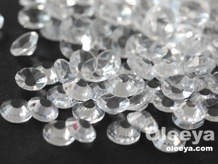 Hot sale free sample 2028 same cut glass flatback no hotfix transparent clear nail rhinestones for nail decoration