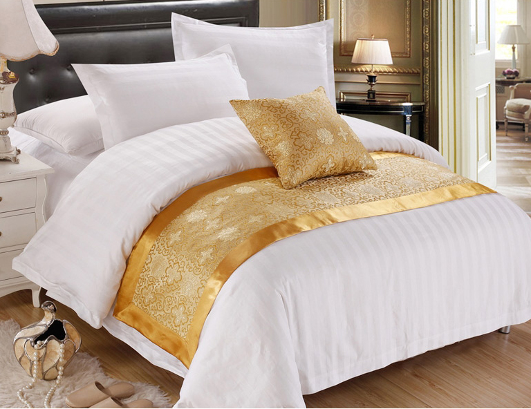 Hot sale polyester hotel bed runner
