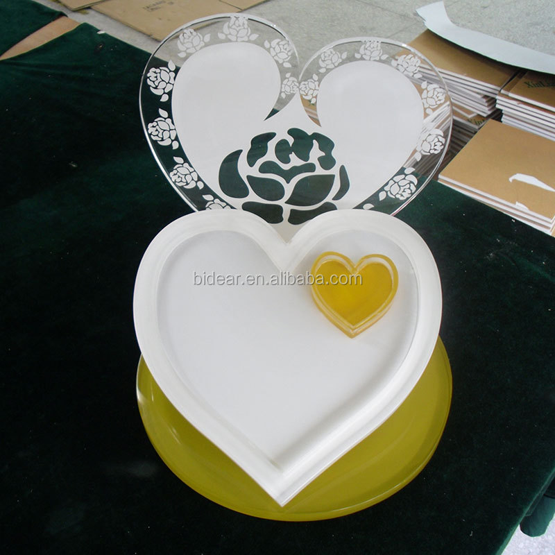 tabletop luxury heart shaped acrylic jewelry display stand