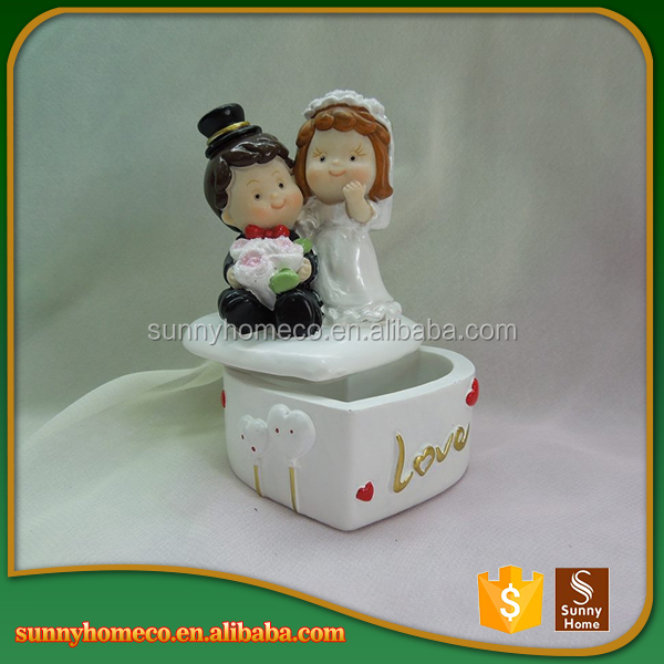 2017 New Design Couple Gift Souvenirs Home Decoration Wedding Figurine