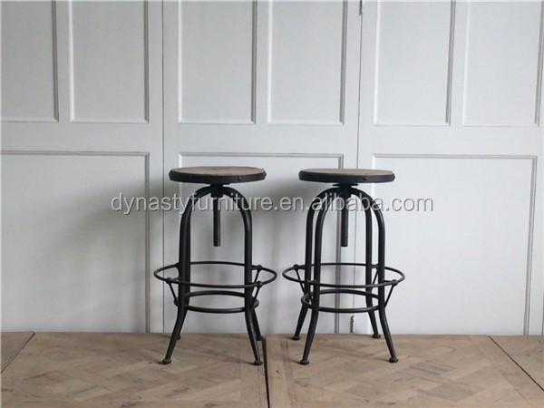 Concetto di mobili loft stile industriale origini sgabelli da bar