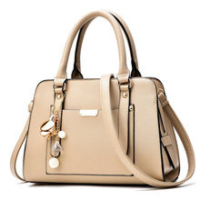 2017 New Model Gold Color Lady Sexy Bag Women Korea Beautiful Ladies Handbag With Metal Flower
