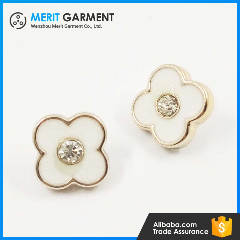 China supplier High-grade fancy flower shaped plastic buttons