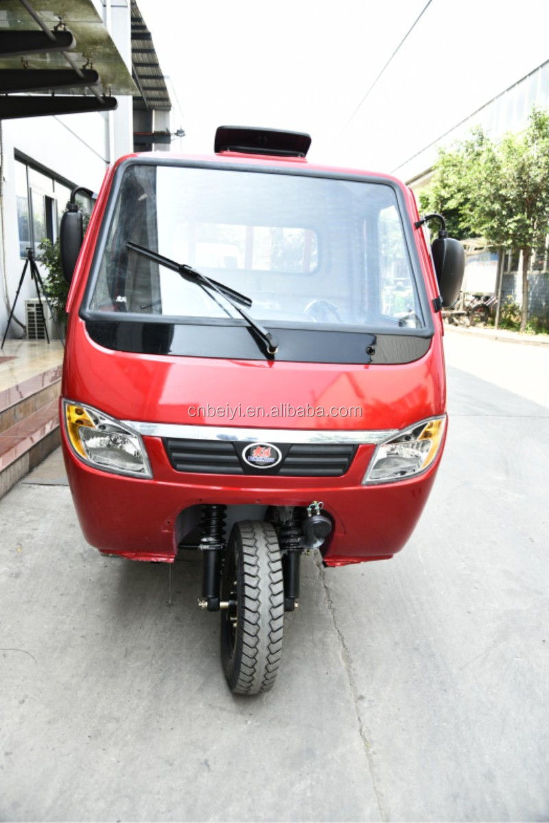 Best selling 300cc Driver Cabin Three Wheel Motorcycle closed carriage cargo triciclo