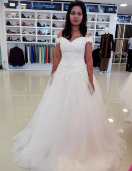 2017 Sweetheart Neck White Wedding Dresses with Appliques beading Wedding Party Gowns