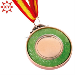 2015 New product cheap antique brass metal medal with plastic