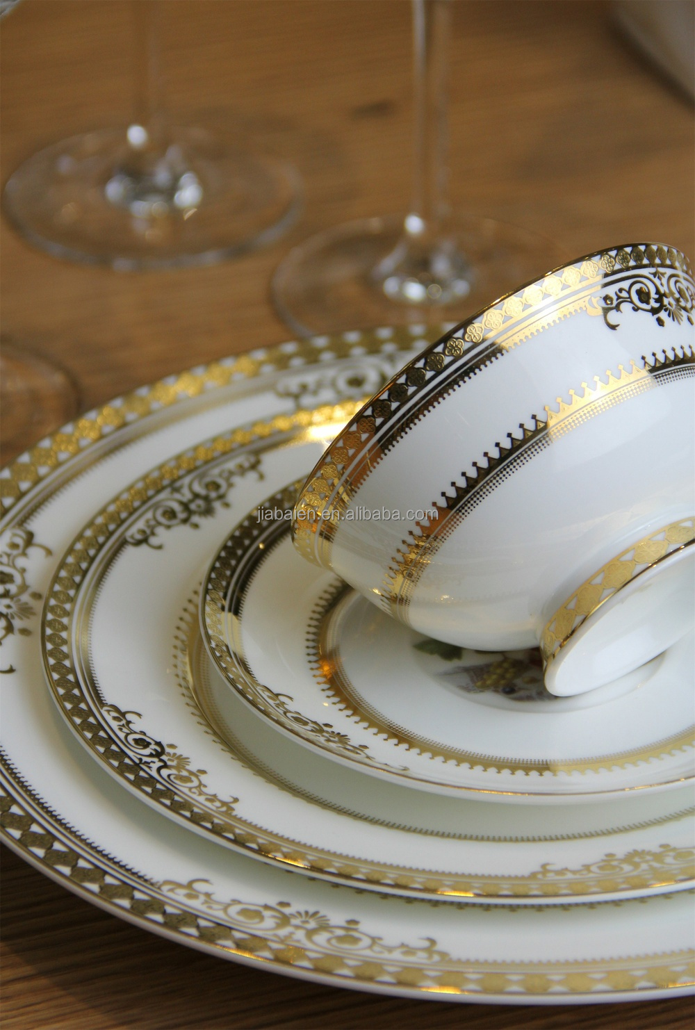 Top Choice Royal Bone China Gold Dinnerware Set For Restaurant And ...