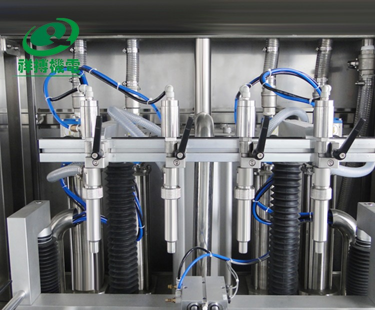 Servo motor control automatic bottle filling machine