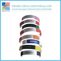 Give Away Corporate Gifts Silicone Bracelet With Metal Logo Printed Silicone Wristband
