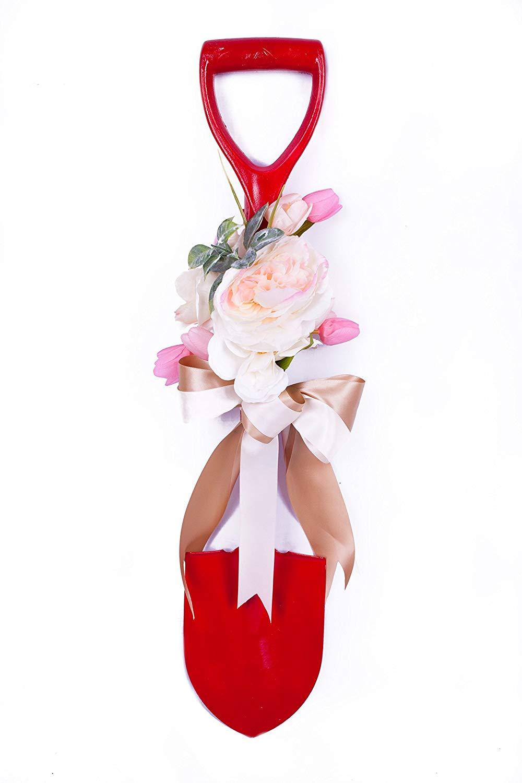 NATURISTIC AND BEAUTIFUL ROSE GARDEN SHOVEL (Beautiful Rose Garden Shovel)