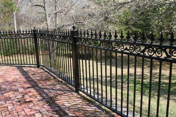 Steccato Giardino Plastica : Recinzione da giardino per spazi verdi a sbarre in plastica con