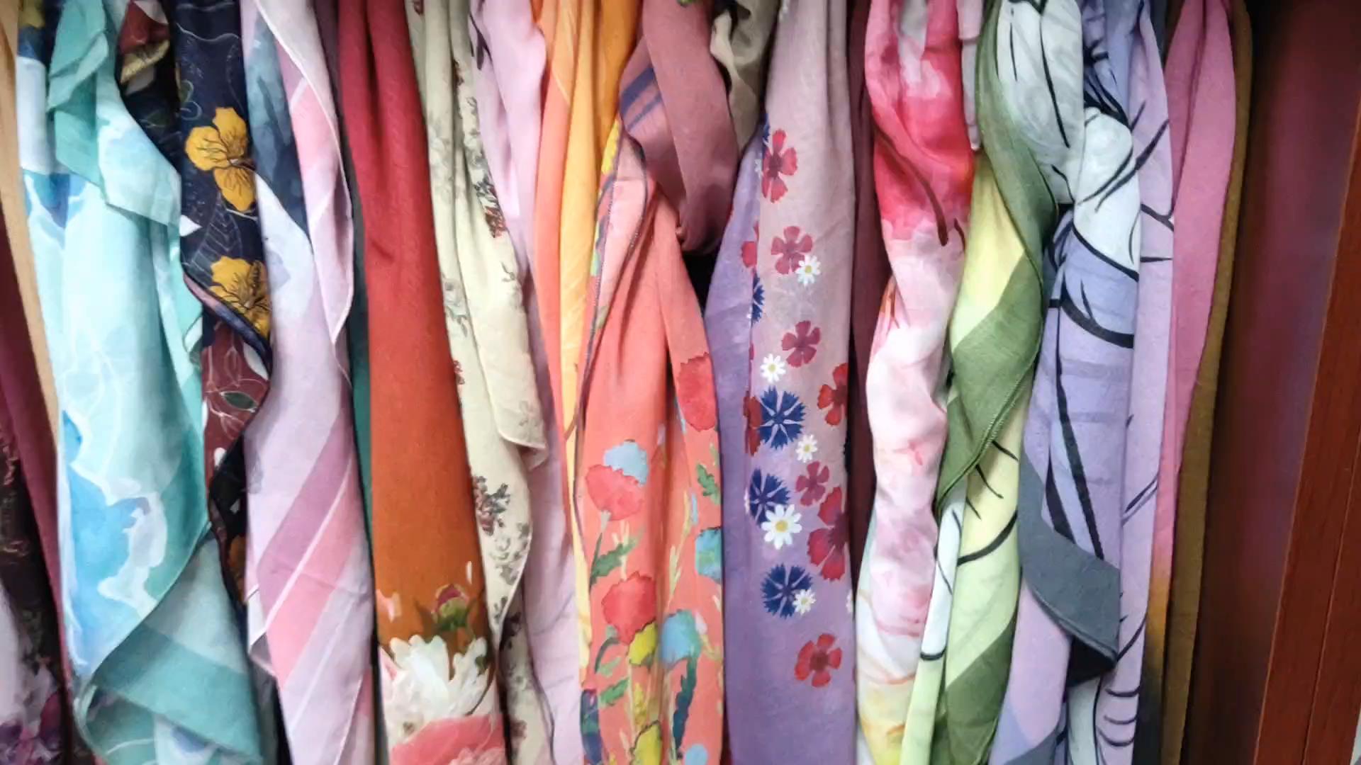 selling cheap 100% polyester digital printed women muslim hijab scarf in stock