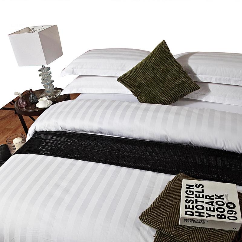 300tc 100% Cotton Plain White Luxury  Jacquard Design 5 Star Stripe Washable Quilt Cover Bed Linen Hotel Bedding Set