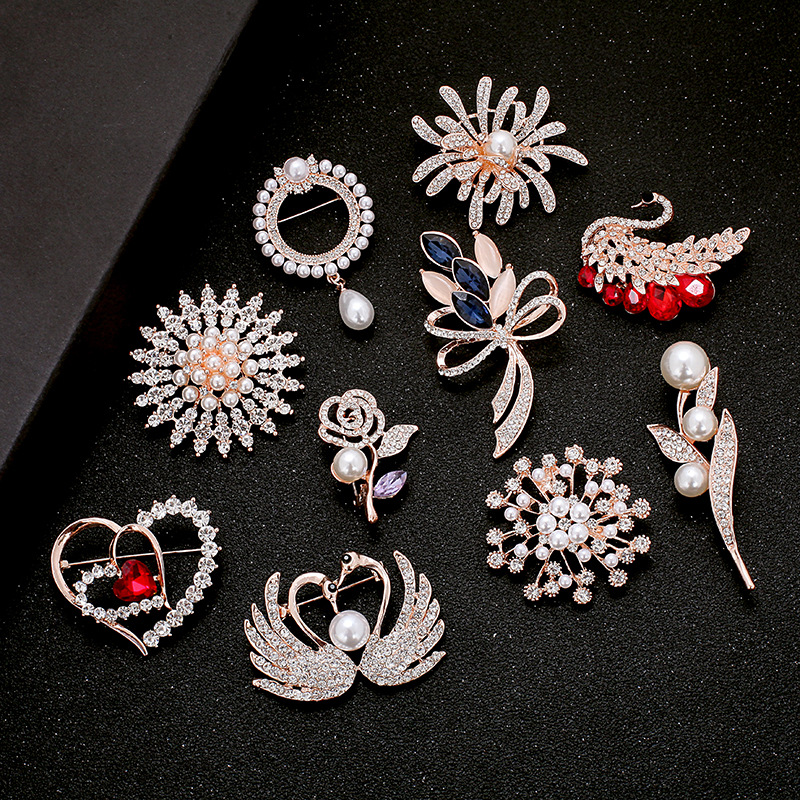 Trade Assurance European and American new fashion cute sea turtle rhinestone alloy metal brooch for clothing bag accessories
