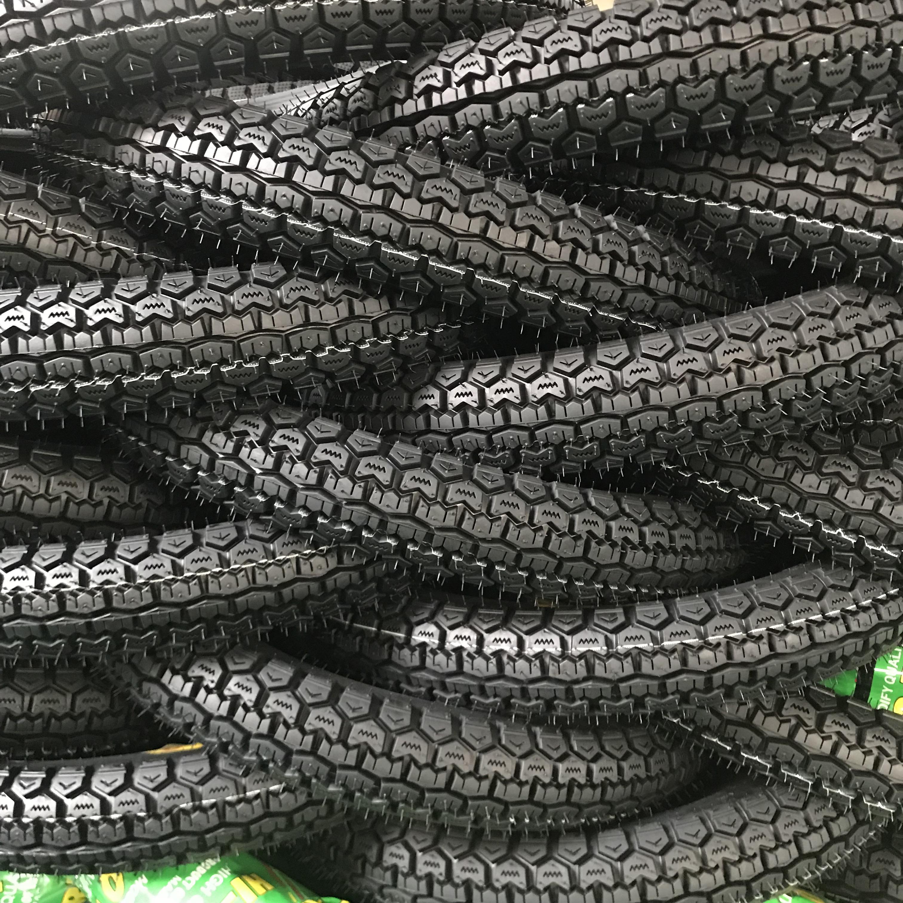 18 zoll China fabrik großhandel tubeless zubehör motorrad llantas reifen für verkauf