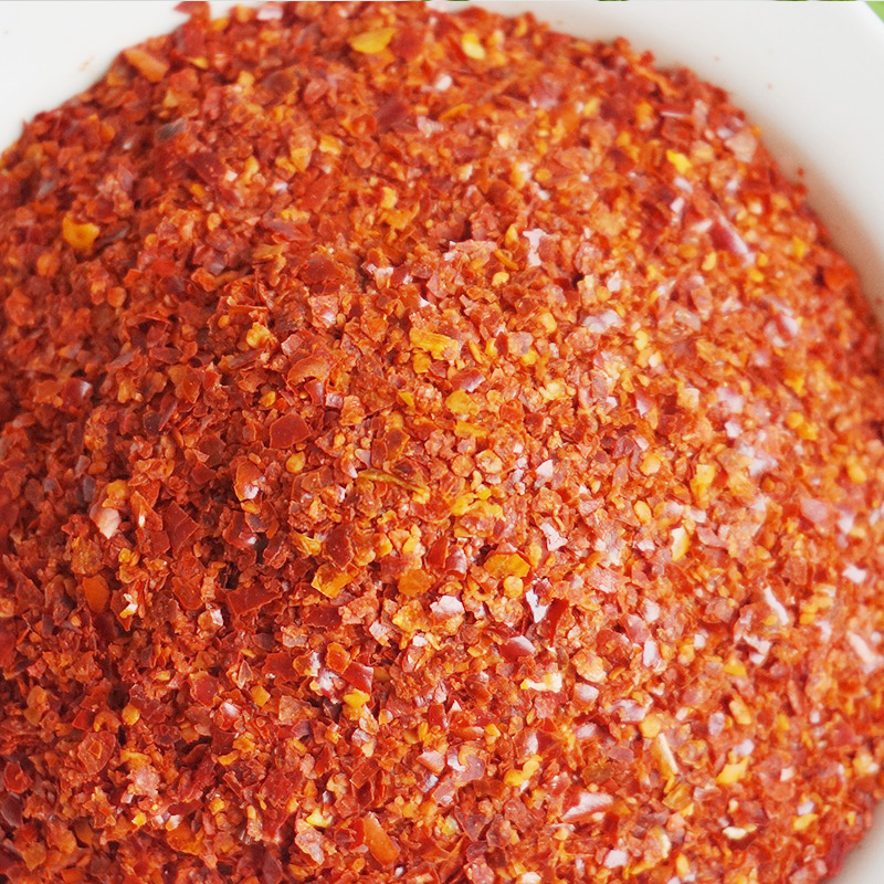 Chinese red dried Chili Flakes , focused spicy condiment