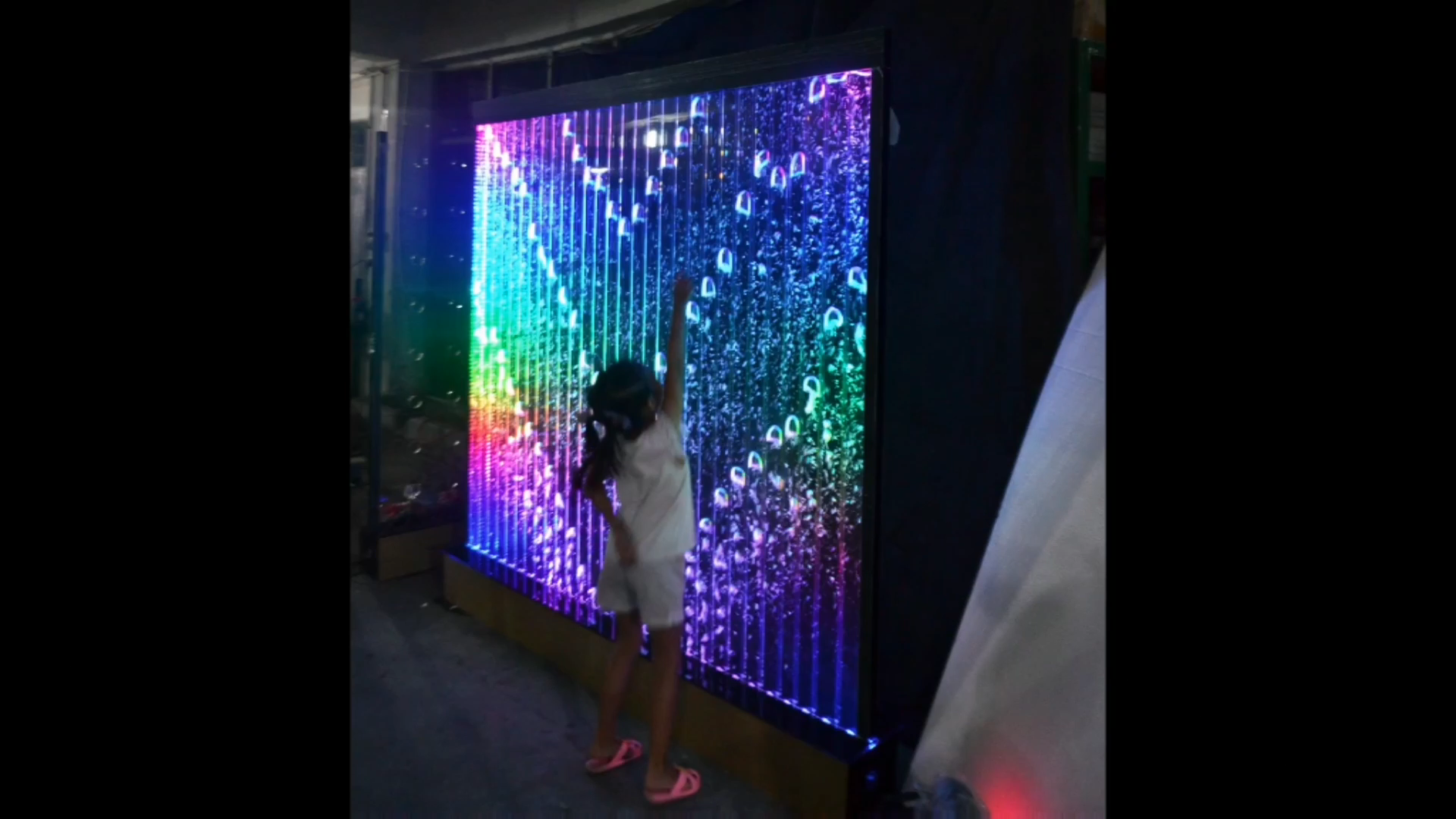 LED אקריליק מפל עומד קיר קישוט מחיצת מסך תכנית ריקודי בועה מים קיר